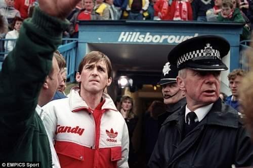 Руководитель: менеджер Ливерпуля Кенни Далглиш видит ужас Хиллсборо бедствия первых рук