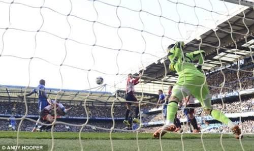 Открывалка: Самуэль Это'О залпов из дома, чтобы сделать его 1-0 Челси 12-й минуте