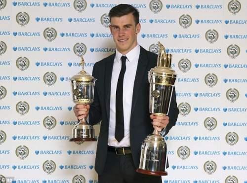 Двухместный восторг: Гарет Бэйл выиграл оба Игроком Года и молодого игрока Года награды в воскресенье