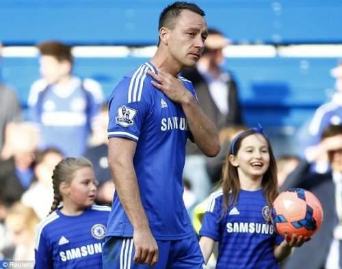 Руководитель: капитан Джон Терри также, казалось, быть эмоциональным следующие клуба заключительной домашней игре сезона