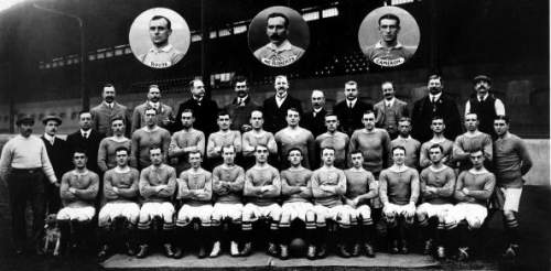 Командное фото «Челси» в 1907 году. Хилсдон в нижнем ряду в центре